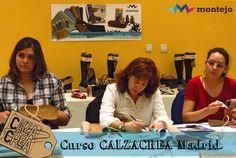 Alumna tomando anotaciones durante el curso de sandalias CalzaCrea