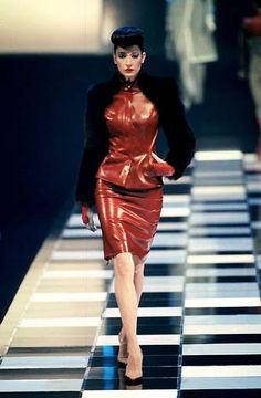 Alexander McQueen for Givenchy Fall 1998 Pvc Fashion, Fetish Fashion, Leather Fashion, Runway Fashion, High Fashion, Fashion Show, Fashion Wear, Fashion Brands, Blade Runner