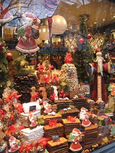 A show window full of Lebkuchen in Aachen.