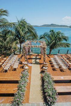 Casamento na praia: Francine Muraro + Alex Vasconcellos - Constance Zahn - Wd - Wedding Places, Wedding Locations, Wedding Venues, Destination Wedding, Wedding Destinations, Wedding Aisles, Wedding Ceremonies, Wedding Reception, Wedding Outside