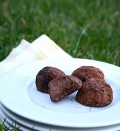Nutella Truffles - just 3 ingredients!basically, just nutella and powdered sugar ; Fun Desserts, Delicious Desserts, Dessert Recipes, Yummy Food, Tasty, Candy Recipes, Cookie Recipes, Fun Recipes, Cookie Ideas