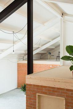 La sierra madrileña de Guadarrama se ha convertido en un emplazamiento pintoresco, consolidado por un catálogo de viviendas locales a conservar y una serie de normativas urbanas que velan por mante…
