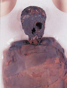momia de Nakhte Bastet Iru fue hallada por el arqueólogo Edward Lowe en 1909. Ahora se conserva en el Museo de Grand Rapids, en Michigan (EEUU), con su ajuar de 75 objetos. De su escaneado se obtuvieron imágenes en 3D. Se suelen utilizar los mismos programas que para hacer morphing.