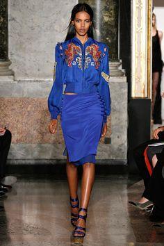 Emilio Pucci - Spring Summer 2013 Ready-To-Wear - Shows - Vogue. Ao Dai, Blue Fashion, Spring Fashion, Fashion Show, Fashion Design, Milan Fashion, Women's Fashion, High Fashion, Emilio Pucci