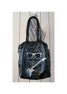 À vendre sur #vintedfrance ! http://www.vinted.fr/sacs-femmes/sac-a-main/14635070-sac-noir-hello-kitty-x-victoria-couture