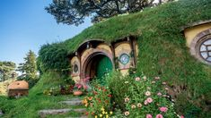 Travel to the far reaches of the globe with Trip Trivia! Expand your knowledge of the world with our free daily trivia questions. Lower East Side, Hotel Bellagio, Casa Dos Hobbits, Above Ground Garden, Hogwarts, Outdoor Propane Fire Pit, Living Roofs, Decoration Plante, Cute House