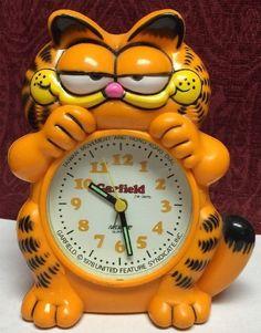 1978 Garfield Animated Pendulum Wall Clock Sunbeam 881