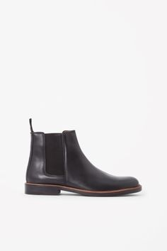 COS Leather Chelsea bootst in Black
