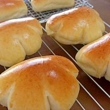 クリームパン&チョコクリームパン Japanese Buns, Japanese Bread, Japanese Sweets, Japanese Food, Donuts, Bread Recipes, Cooking Recipes, Pan Bread, Sweet Pastries