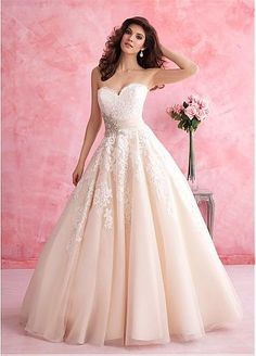 Elegant Tulle Sweetheart Neckline Natural Waistline Ball Gown Wedding Dress With Lace Appliques