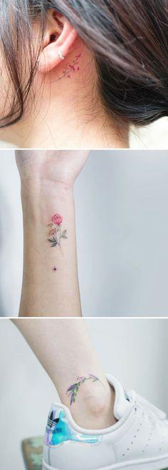 tatuajes acuarela, tres ideas de tatuajes de acuarela con flores, detrás de la oreja, en el tobillo y en la muñeca, ramos de flores