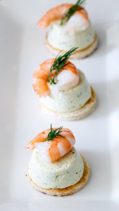 Cucumber Mousse And Dill Prawn Bites are sublime. The subtle and refreshing taste of cucumber combined in a soft heavenly mousse, sat on top of a crispy toast circle and topped with a succulent prawn and the freshness of dill. Yummy Appetizers, Appetizers For Party, Appetizer Recipes, Party Recipes, Shrimp Appetizers, Fingerfood Party, Mini Sandwiches, Finger Sandwiches, Savory Snacks
