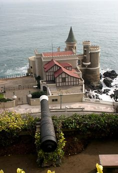 Castillo Wulff, Viña del Mar, Chile. End Of The World, Countries Of The World, Travel Around The World, Wonders Of The World, Best Vacation Spots, Best Vacations, Living In Peru, Southern Cone, Easter Island
