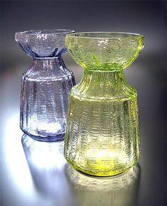 "RIIHIMÄEN LASI glassworks - Glass vase ""Hyasintti"" (Hyacinth), height 13 cm. Nordic Design, Scandinavian Design, Glass Design, Design Art, Bulb Vase, Purple Glass, Antique Glass, Mid Century Design, Colored Glass"