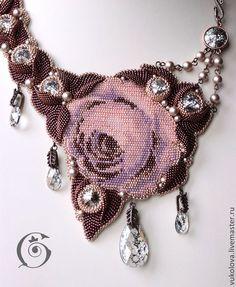 Колье, бусы ручной работы. Ярмарка Мастеров - ручная работа Колье Шоколад с лепестками роз. Handmade.