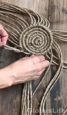 Macrame Design, Macrame Art, Macrame Projects, Micro Macrame, Diy Crafts For Home Decor, Diy Crafts Hacks, Creative Crafts, Handmade Crafts, Art Macramé