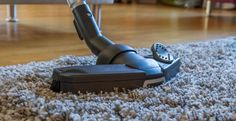 Las alfombras, aunque son verdaderos accesorios de decoración capaces de dar personalidad y ambiente a su hogar, tienden a capturar fácilmente el polvo, los alérgenos y los ácaros. Move Out Cleaning Service, Cleaning Services, Construction Cleaning, Clean Tile Grout, Residential Cleaning, Apartment Cleaning, Cleaning Appliances, Professional Carpet Cleaning, Best Vacuum