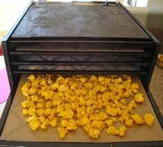 need this dehydrator business Cauliflower Recipe, in the dehydrator and then they become a delicious crunchy snack. Raw Vegan Recipes, Vegan Snacks, Vegetable Recipes, Healthy Snacks, Healthy Recipes, Paleo, Kimchi, Whole Food Recipes, Snack Recipes