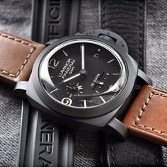This #Panerai PAM335 1950's 10 day Ceramic GMT has just so much to offer. Don't you think?