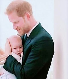 Harry and Archie ♥️ Prince Harry Et Meghan, Prince Harry Of Wales, Meghan Markle Prince Harry, Prince William And Kate, Prince And Princess, Harry And Meghan, Prince Henry, Harry And Megan Markle, Lady Diana