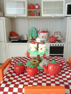 A simple and cheerful kitchen with Re-ment minis. Strawberry Kitchen, Strawberry Decorations, Cute Room Decor, Rement, Mini Things, Cute Toys, My Room, Room Inspiration, Tea Party