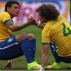 David Luiz and Thiago Silva: partners on the brazilian defense. Psg, National Football Teams, Football Soccer, Dream Team, Brazil Team, Image Foot, Paris Saint Germain, Football Wallpaper, Football Pictures
