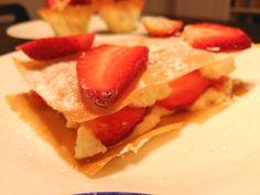Milhojas de pasta filo con queso mascarpone y fresas