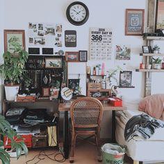 女性で、1K、一人暮らしのすのこ棚/ミラー/セリア/3Coins/カレンダー/観葉植物…などについてのインテリア実例を紹介。「壁にいろいろ貼り始めました( Ꙭ)」(この写真は 2015-12-24 13:55:39 に共有されました)