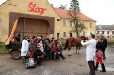 Knihovna Chrášťany - Fotoalbum - Dění v obci ve fotografiích - Masopust 2020 Mardi Gras, Street View, Bohemia, Photograph Album, Carnival
