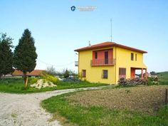 http://immobiliarecaserio.com/_Properties_for_sale_on_the_sea_in_Italy_Molise_village_Montenero_di_Bisaccia_2202.html