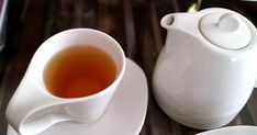 Oolong tea benefits and Weight Loss. There's so much interest in weight loss and oolong tea which helps in reducing weight and promotes overall wellness. Weight Loss Tea, Green Tea For Weight Loss, Lose Weight, English Breakfast, Asian Tea, Thé Oolong, Ancient Recipes, Green Tea Benefits, Fat Burning Foods