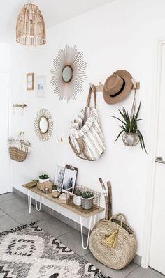 """""""Avant"""" avec notre panier en paille, nous allions faire nos courses ou à la plage. Maintenant, notre panier est devenu une décoration ..."""