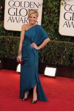 Julie Bowen #modernfamily #goldenglobes #blue
