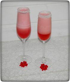 Der Pink Prosecco ist total lecker und fruchtig, genau das richtig zum Anstoßen. Natürlich gibt´s auch gleich eine alkoholfreie Variante dazu.