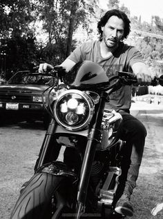 Taking to the streets of Los Angeles on a motorcycle, Keanu Reeves appears in a photo spread for Esquire UK. Keanu Reeves John Wick, Keanu Charles Reeves, Keanu Reeves Constantine, Arch Motorcycle, Keanu Reeves Quotes, Esquire Uk, Keanu Reaves, Little Buddha, My Sun And Stars