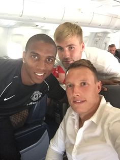 Last part of the tour, ready for our flight to Chicago! @youngy18 @LukeShaw3 @ManUtd  #MUtour