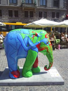 Marut Thaumboonreang: Hide and seek. Elephant Parade Copenhagen 2011, Gammeltorv. Photo: 9. july 2011