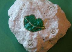"""Kissed Blarney Stone Craft - """"Legend says that anyone who kisses the Blarney Stone of Ireland will be blessed with eloquence. Make your own kissed Blarney Stone to celebrate St. St Patrick's Day Crafts, Family Crafts, Holiday Crafts, Holiday Fun, Fun Crafts, Crafts For Kids, Spring Crafts, Holiday Decorations, Holiday Ideas"""