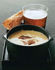 Cheddar Beer Soup / Romulo Yanes
