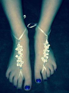 DIY Barefoot sandals for flower girls.  no link, just picture