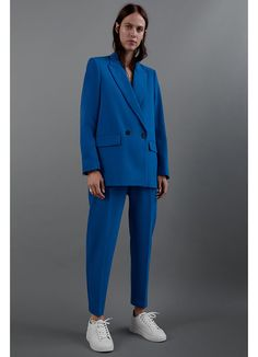 Blazer with a lapel collar and long sleeves. Featuring front flap pockets, a back vent and double-breasted button fastening. HEIGHT OF MODEL: 177 cm. Suit Fashion, Look Fashion, Fashion Outfits, Womens Fashion, Street Fashion, Business Dress, Business Attire, Business Formal, Look Blazer