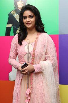 Keerthi Suresh In Pink Dress At Silicon Live Art Museum Launch Kurta Designs Women, Blouse Designs, Salwar Designs, Dress Designs, Indian Designer Outfits, Designer Dresses, Short Long Dresses, Transparent Dress, Dress Hairstyles