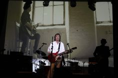 """Christopher Ward """"Chris"""" Norman (* 25. Oktober 1950 in Redcar, Großbritannien, britischer Musiker und Songschreiber. Zwischen 1975 und 1986 war er Sänger und Gitarrist der Pop-Band Smokie)  """"Crossover""""-Tour am 30. November 2015  im Theater am Tanzbrunnen Köln"""