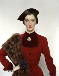 Dovima, photo by Erwin Blumenfeld, Vogue 1950 | flickr Sophia