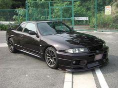 Nisan Skyline GTR R33