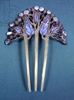 An enamel, paste, and horn hair comb designed by Fred Partridge, circa 1901-1906. Collection of Cheltenham Art Gallery & Museum.