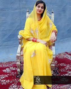 Indian Actress Images, Indian Actresses, Rajasthani Dress, Saree Floral, Rajputi Dress, Anupama Parameswaran, Short Curly Hair, Saree Styles, India Beauty
