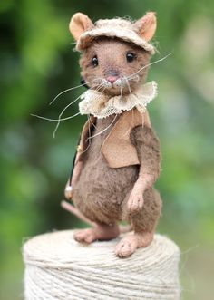 Daddy Mouse by Lesya Gogol - Bear Pile Daddy mouse, one of my project Needle Felted Animals, Felt Animals, Needle Felting, Baby Animals, Cute Animals, Pet Mice, Felt Mouse, Felt Art, Cute Illustration