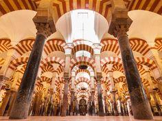 Interior da Mesquita-Catedral de Córdoba. Espanha