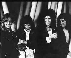 Roger Taylor, Freddie Mercury, Brian May, John Deacon Queen Freddie Mercury, John Deacon, Queen Photos, Queen Pictures, Brian May, I Am A Queen, Save The Queen, Best Rock Bands, Cool Bands